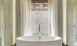 beachfrontroom_bathroom_westin-turtle_bay