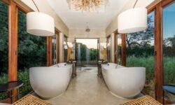 Bush Lodge - Luxury Villa Bathroom (3)
