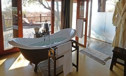 etali_bedroom-bathroom