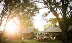 kimondo-camp-mess-area-guests-having-breakfast