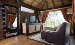 mivumo_lodge__suite_loungec11bb1