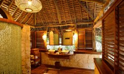 mnemba_island_bathroom
