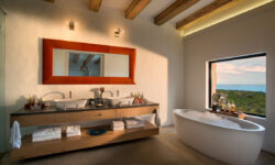 morukuru-ocean-house-bathroom-with-a-view