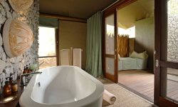 southafrican_safari_ngala_tented_camp_bathroom