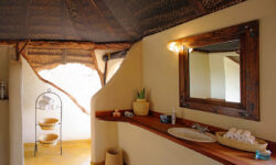 lewa-safari-camp-bathroom