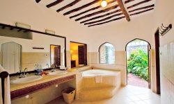 Bluebay Junior suite bathroom