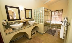Camelthorn Lodge bathrooms